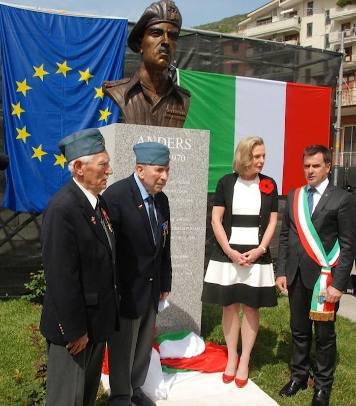 Monte Cassino May 2014, opening of General Anders' monument. (L–R) Wincenty Knapczyk, Anthony Chroscielewski, Anna Maria Anders, Giuseppe Golini Petrarcone.